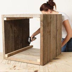 Paso 6:  Una las 4 paredes de tablas y listones del paso anterior.