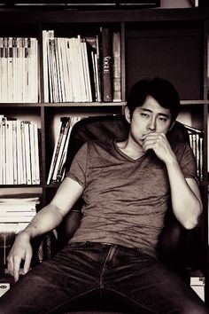 Steven Yeun [Glenn Rhee in The Walking Dead series] ok guys put out the fire bc its smoking hot in here wait never mind thats just steven yeun my futer husband! _ wise words of Shayla Little Glenn The Walking Dead, The Walk Dead, Steven Yeun, Glenn Rhee, Twd Glenn, Best Zombie, Stuff And Thangs, Man Stuff, Geek Stuff