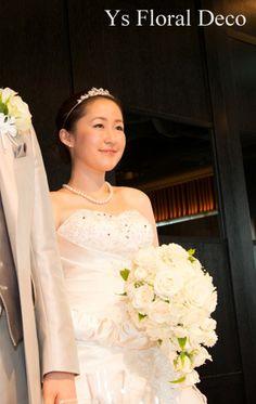 バラと白い小花のティアドロップブーケ @青山カシータ ys floral deco