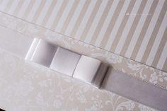 Convite de casamento clássico e elegante com lindos detalhes de acabamento. (10)