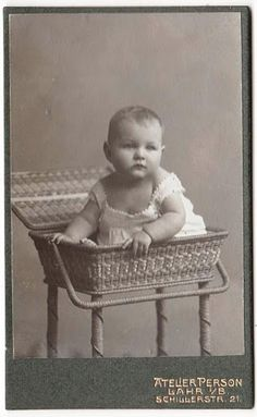 FREE vintage photo from Alexadra Eitel's Gallery from Picasa web albums. There are 44 freebie photos. #vintage #photos #baby