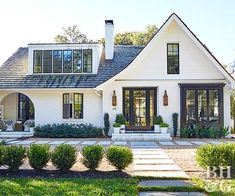 House exterior makeover modern curb appeal new Ideas Modern Farmhouse Exterior, Farmhouse Homes, Farmhouse Landscaping, Landscaping Ideas, Cottage Farmhouse, White Cottage, Cottage House, Farmhouse Small, Garden Landscaping
