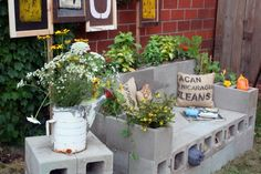 Cinder blocks are an amazing material for building garden bench. I really love this cinderblock sofa looking like built out of LEGOs. Cinder blocks are also a simple and cheap flowers pot. Outdoor Projects, Diy Projects, Backyard Projects, Garden Projects, Garden Bench Cushions, Garden Sofa, Patio Bench, Backyard Sitting Areas, Cinder Block Garden