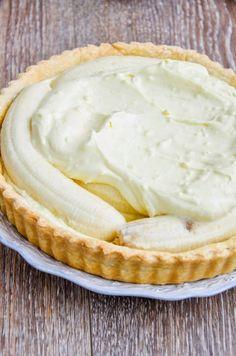 Pentru ca de mult visam la o tarta cu banane buna-buna si pentru ca mi-am adus aminte de Banana straciatella cheesecake care a a... Cheesecakes, Food And Drink, Pie, Baking, Desserts, Bakery Store, Cakes, Torte, Tailgate Desserts