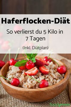 Oatmeal diet: How to lose 5 kg in 7 days (incl. Diet Haferflocken-Diät: So verlierst Du 5 Kg in 7 Tagen (inkl. Diätplan) – Foodgroove With the oatmeal diet, you can lose weight quickly and healthily. Discover our free diet plan now. Free Diet Plans, Diet Meal Plans, Oatmeal Diet, Menu Dieta, Diet Recipes, Healthy Recipes, Shake Recipes, Recipes Dinner, Clean Eating