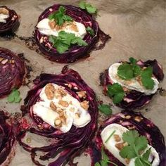 Baked red cabbage steaks with goat& cheese- Gebackene Rotkohlsteaks mit Ziegenkäse Baked red cabbage steaks with goat cheese Goat Cheese Recipes, Bacon Recipes, Vegetarian Recipes, Cooking Recipes, Keto Recipes, Healthy Breakfast Recipes, Easy Dinner Recipes, Great Recipes, Healthy Recipes