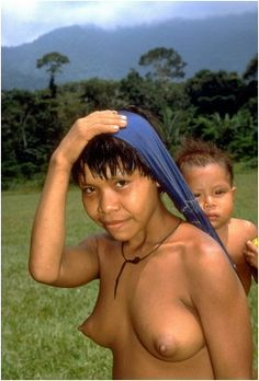 Yanomami; Brasil (America, southern continent) Tribal People, Tribal Women, Indigenous People Of Brazil, Yanomami, Tres Belle Photo, Native Girls, Xingu, Dream Bodies, Africa Art
