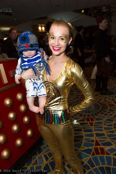 R2-D2 and C-3PO | Flickr - Mother and Child Star Wars Cosplay