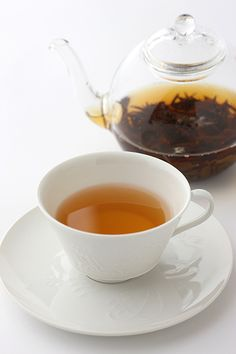 Don ding wu long cha (Blue-green tea)    Enjoy a beautiful blue tint and a scent like a bouquet of flowers.