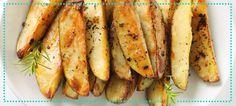 Batata Rústica Assada Lave e corte as batatas (quantas você quiser) com casca e tudo em formato de palitos. Coloque-as em uma forma, cubra com papel alumínio e leve ao forno bem quente (220 graus) por 25 minutos ou até as batatas estarem macias. Tire do forno e pincele margarina light nas batatas, salpique sal, orégano e alecrim. Ponha no forno de novo por mais 10 minutos pra dourar, sem papel alumínio.