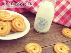 danish butter cookies -will need to translate. Danish Butter Cookies, Cupcakes, I Cup, Christmas Cookies, Sweet Recipes, Cookie Recipes, Latte, Biscuits, Bakery