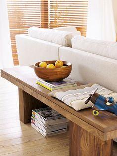 Wenn Sie Ihr Sofa mitten im Raum platzieren, können Sie wunderbar seine Rückseite nutzen.