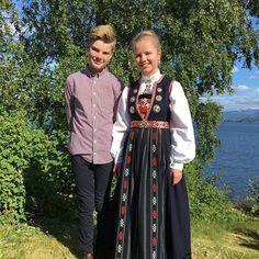 Bilderesultat for nordhordlandsbunad Norway, All Things, Scandinavian, Embroidery, How To Wear, Dresses, Fashion, Hardanger, Vestidos