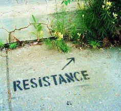 resistance: arte do grafite. Veja também: http://semioticas1.blogspot.com.br/2012/11/banksy-guerra-e-grafite.html