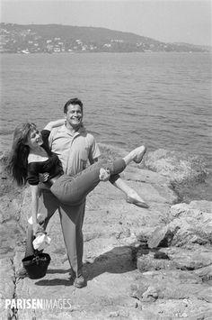 Бригитта Бардот и др Карл Монер.  Фестиваль дю фильм Каннский (Приморские Альпы), 1955.