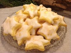 Delicate lemon stars, a fantastic pastry- Zarte Zitronensterne, ein traumhaftes Gebäck Delicate lemon stars, delicious # Lemon pastry - Lemon Recipes, Sweet Recipes, Baking Recipes, Cookie Recipes, Christmas Sweets, Christmas Baking, Christmas Recipes, Christmas Cookies, Sweet Bakery