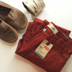NWT Burnt Orange Red Levi's Straight Leg Pants These super trendy, burnt orange red, straight leg pants by Levi's are perfect for any season! They are the most gorgeous color! They are a size 28 waist with a 28 length. Check these out! Levi's Pants Straight Leg