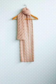 Pellavahuivi pitsineuleella | Meillä kotona Crochet Scarves, Neck Warmer, Mittens, Shawl, Diy And Crafts, Summer Dresses, Knitting Ideas, Fashion, Fingerless Mitts