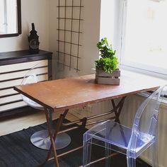 Boho meets modern design Painted Beams, Drafting Desk, Small Spaces, Color Schemes, Modern Design, Mood, Interior Design, Furniture, Home Decor