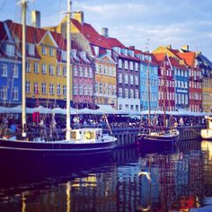 What better place for a stroll on a chilly #October evening than the beautiful #Nyhavn harbour. Overflowing with cozy cafes and snug bars #copenhagen is a city made for Winter... The Danish know how to do it properly #hygge #københavn #scandinavian #denmark #autumn #fall #winter #cozy #visitcopenhagen #beautiful #euroventure