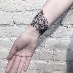 @anna_bravo_  ____________________ #artist#tattoo#tattoos#tattooed#tattooartist#art#artwork#blackwork#blacktattoo#blackandgrey#flowertattoo#sleevetattoo#armtattoo#illustration#blackandgreytattoo#lineart#linework#ink#inked#tat#tats#tatuagem#тату#tatuaje#tattoolife#inklife#tattooart#tattooist#tattooer#bodyart