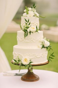 Classic Ivory Cake with Flowers | photography by http://rebeccaarthurs.com