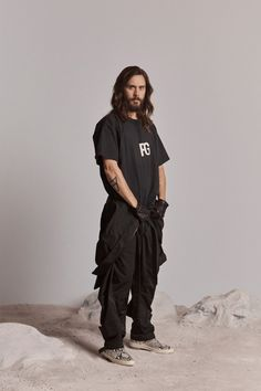 Fear of God Spring 2019 Ready-to-Wear Fashion Show Collection: See the complete Fear of God Spring 2019 Ready-to-Wear collection. Look 51 World Of Fashion, High Fashion, Mens Fashion, Guy Fashion, Style Fashion, Estilo Hipster, Moda Outfits, Costume, Fashion Show Collection