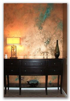 Faux copper paint treatment idea A couple of weeks ago I ordered a few samples of copper. Having never worked with copper before I was curious to examine the 36 various samples I got, which included distressed copper, zebra-ish st… Copper Paint, Copper Wall, Copper Decor, Faux Walls, Textured Walls, Faux Painting Walls, Metallic Paint Walls, Painted Walls, Wood Walls