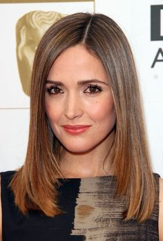 Simple, simple, simple! I like how un-porny this hair cut is. As worn by Rose Byrne