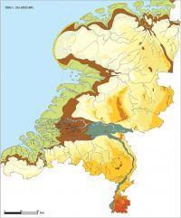 8.000 jaar geleden vormden zich eilanden voor de kust. Achter de eilanden vormde zich een binnenzee met kwelders en kreken. In het oosten van de binnenzee ontstond door het kwelwater uit de Utrechtse Heuvelrug een zoetwater zone waar zich riet kon ontwikkelen. Hier werd veen afgezet.