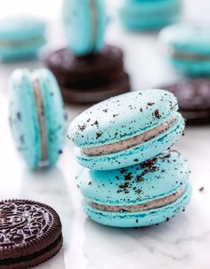 Oreo Cheesecake Macarons for the Oreo lover in you. A twist on the favourite cheesecake in a macaron. I flicked through a Patisserie book today and my eyes fell on a colour chart for macarons and the Oreo Cheesecake, Raspberry Cheesecake, Baking Recipes, Cookie Recipes, Dessert Recipes, Frosting Recipes, Food Cakes, Oreos, Oreo Brownies
