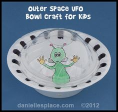 Alien and Paper bowl UFO Craft for Kids from www.daniellesplace.com