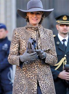 """Eindelijk heb ik iemand gevonden die de hoed van mijn dromen kan ontwerpen en maken!"""" - dixit koningin Paola over Fabienne Delvigne"""