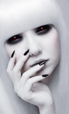 Modefotografie von Kimberley Joanne Sinclair – Keep up with the times. Dark Beauty, Gothic Beauty, Gothic Art, Gothic Girls, Drawn Art, Foto Art, Fantasy Makeup, Costume Makeup, Black White