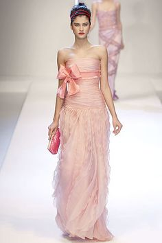Valentino Spring 2007 Ready-to-Wear Fashion Show - Anja Rubik