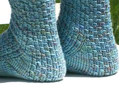 """The show-off in the name refers to showing off your yarn, especially if it's variegated. The pattern stitch is fun and easy and looks pretty in almost all yarns. In order to make the pattern more interesting, I used a different architecture - the gusset is knitted at the same time as the heel """"flap"""" which is done in the main pattern stitch. Instructions for 3 different gusset patterns are included."""