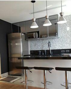Cozinha com reflecta cinza, um charme! Siga @apepradois no instagram