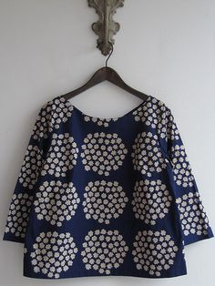 marimekko:marimekko(マリメッコ) シャツ  Don't know how flattering this is but I love it.