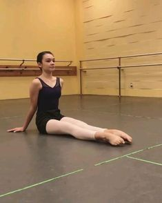 Ballerina Workout, Dancer Workout, Ballet Dance Videos, Ballet Dancers, Adult Ballet Class, Ballet Dance Photography, Inline Skating, Gym Workout For Beginners, Dance Class