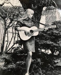 """Joni Mitchell - It's """"rows"""" not bows. Classic Jazz, Classic Rock, Music Is Life, My Music, Free Man In Paris, Rock And Roll History, Me And Bobby Mcgee, Laurel Canyon, Blues"""