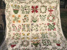 Humble Quilts: Beyond the Cherry Tree-Slow Going Demütige Quilts: Jenseits der Kirschbaum-Slow Going Antique Quilts, Vintage Quilts, Sampler Quilts, Appliqué Quilts, Green Quilt, Cherry Tree, Red Green, Quilt Blocks, Hand Sewing