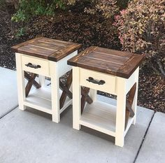 See HOW TO create a farmhouse nightstand with this free plan. This farmhouse sty. - See HOW TO create a farmhouse nightstand with this free plan. This farmhouse style build will bring - Homemade Furniture, Diy Furniture Projects, Pallet Furniture, Wood Projects, Woodworking Furniture Plans, Diy Woodworking, Farmhouse Furniture, Rustic Furniture, Diy Möbelprojekte