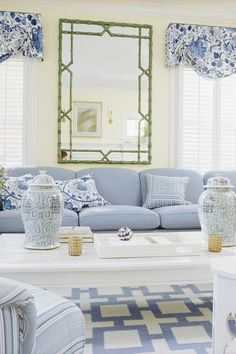 BLUE AND WHITE LIVINGROOM