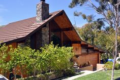 Update your #garage with Kavin! #LAhomes #GeneralContractor #CustomHomes #Landscape #Architecture #KavinConstruction