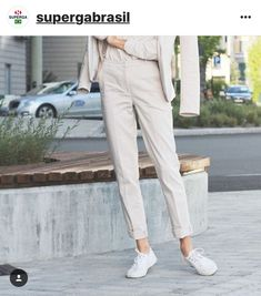 9 Outfits to Wear with Your New White Sneakers Superga Outfit, White Sneakers Outfit, Superga Sneakers, Sneaker Outfits, Sporty Chic, Casual Chic, Looks Total White, Style Minimaliste, Office Outfits