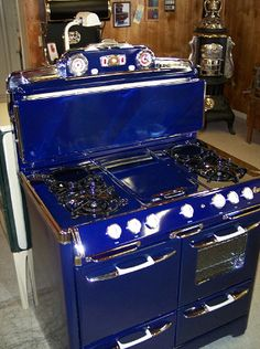 Blue and White Antique Vintage Stoves- Restored. Antique Kitchen Stoves, Antique Kitchen Cabinets, Antique Stove, Old Kitchen, Vintage Kitchen, Kitchen Stuff, Kitchen Ideas, Wood Stove Cooking, Cooking Lamb