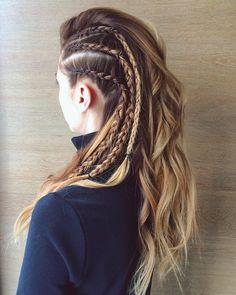 Cheveux Lagertha, Lagertha Hair, Vikings Lagertha, Faux Hawk Braid, Faux Hawk Ponytail, Curly Hair Styles, Natural Hair Styles, Viking Braids, Box Braids Hairstyles
