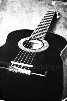 Die Gitarre ist wohl eines der berühmtesten Zupfinstrumente überhaupt. Ein Fotoposter des beliebten Instrumentes erinnert stark an die wundervollen Klänge, die Musiker mit der Gitarre erzeugen können.