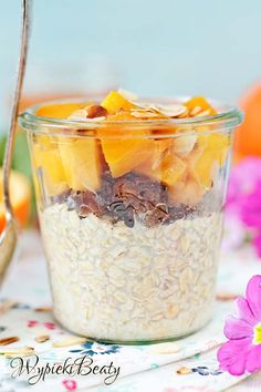 Przepis: nocna owsianka. Owsianka, która robi się sama w nocy :) Rano gotowa do spożycia. Muesli, Granola, Healthy Dessert Recipes, Desserts, Cake Recipes, Overnight Oats, Mellow Yellow, Food Design, Superfood