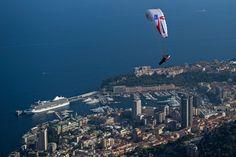 Mit dem Gleitschirm geht es von Salzburg nach Monaco
